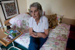 نیاز سالمند به پرستار در منزل