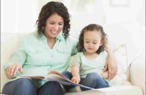 کتاب خواندن برای کودک در منزل