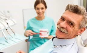دندان مصنوعی و ایمپلنت در سالمندان
